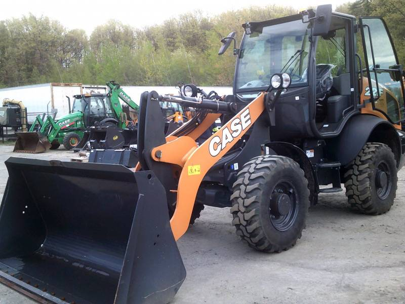 Case 221 Compact Loader